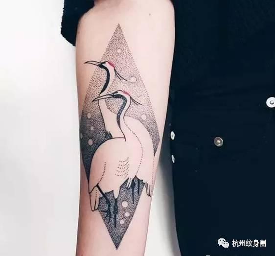 并且也是希望自己                     都会选择鹤纹身图案, 纹在图片