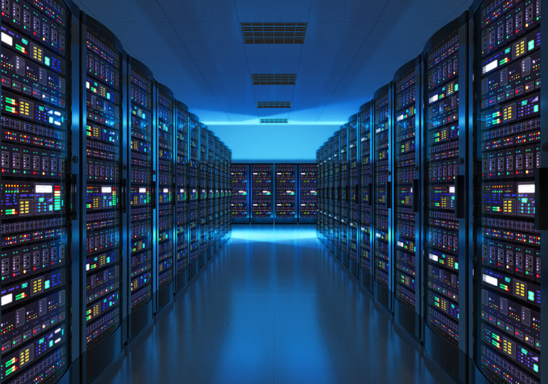 总的来说,获取用户数据的渠道有:电商行为数据、互联网行为数据、媒体数据;媒体广告请求数据、广告曝光点击数据、用户定向数据库。让品牌主根据用户角度去营销产品。流量获取模式方面,AdTiming 采用DSP+Ad Network模式,DSP 指从流量公有池或者第三方平台购买数据,Ad Network 指将 DSP 植入第三方 APP 中,具有排他性。 在获取第一批流量后,每个用户自然会带有相应标签,在之后的投放中,系统会实时优化每个用户标签。举个例子,用户甲喜欢订购美团、饿了么外卖。AdTiming 会给他