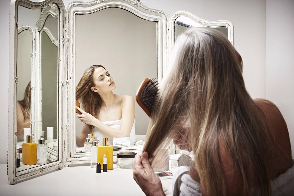 洗头掉头发正常不图片