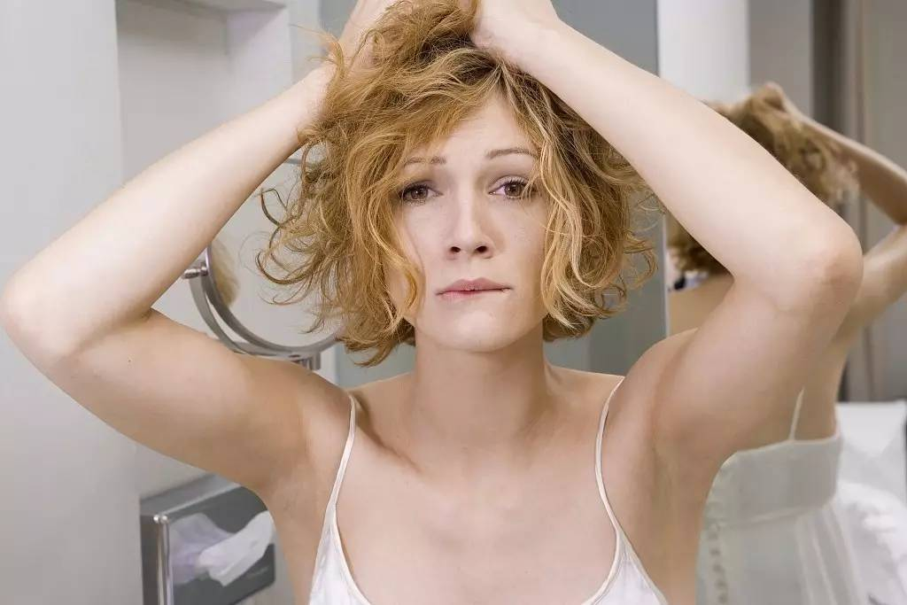 洗头时候掉头发正常吗图片
