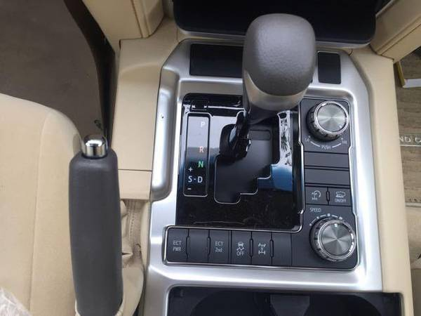 17款丰田酷路泽4600中东版现车实拍配置分析