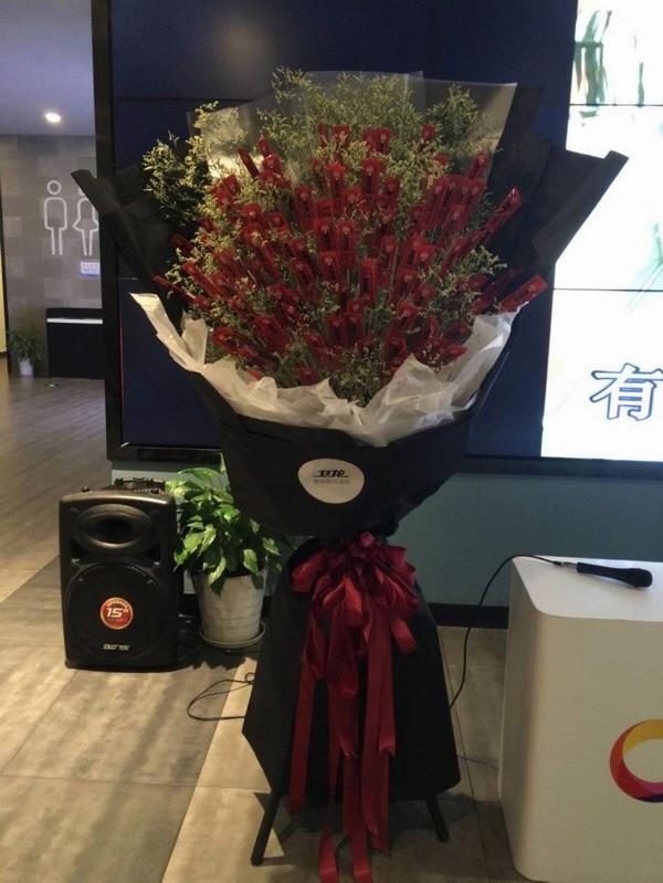 浪漫又实用,卫龙辣条花告诉你幸福的样子