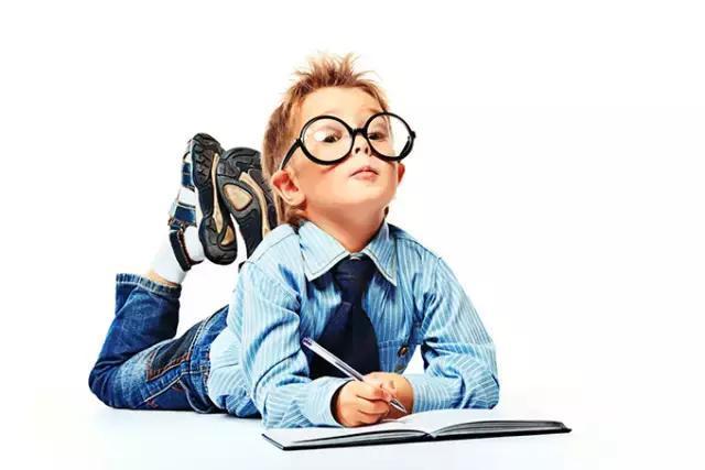 采取在小学生作业首页加盖小红花,五角星,小红旗,小奖杯印章,使之组成图片