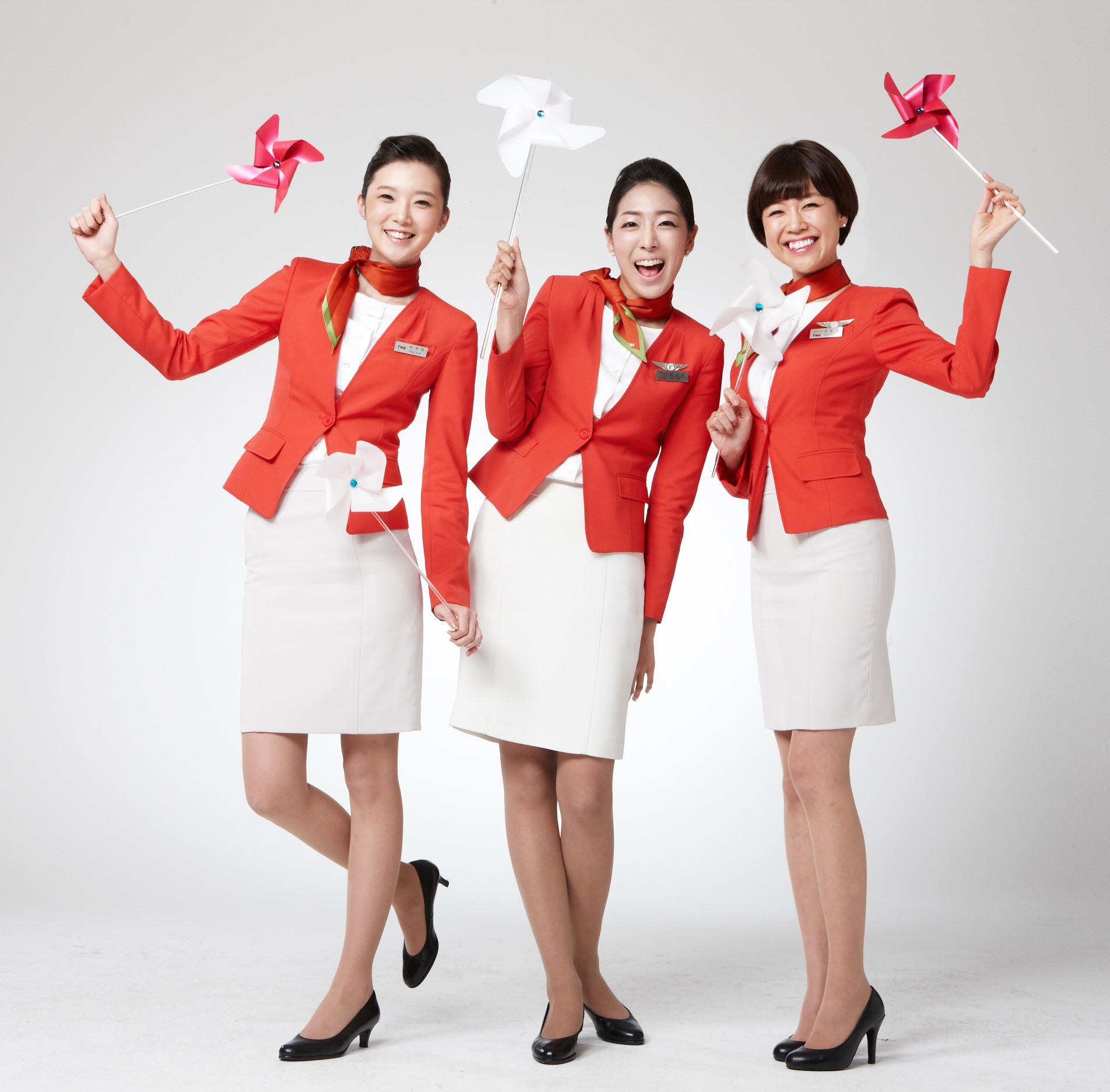 亚空姐照片_韩国八大航空公司空姐制服秀