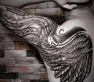 很多人喜爱上了纹身这种疼痛的美丽,并将各种纹身图案雕刻在自己的