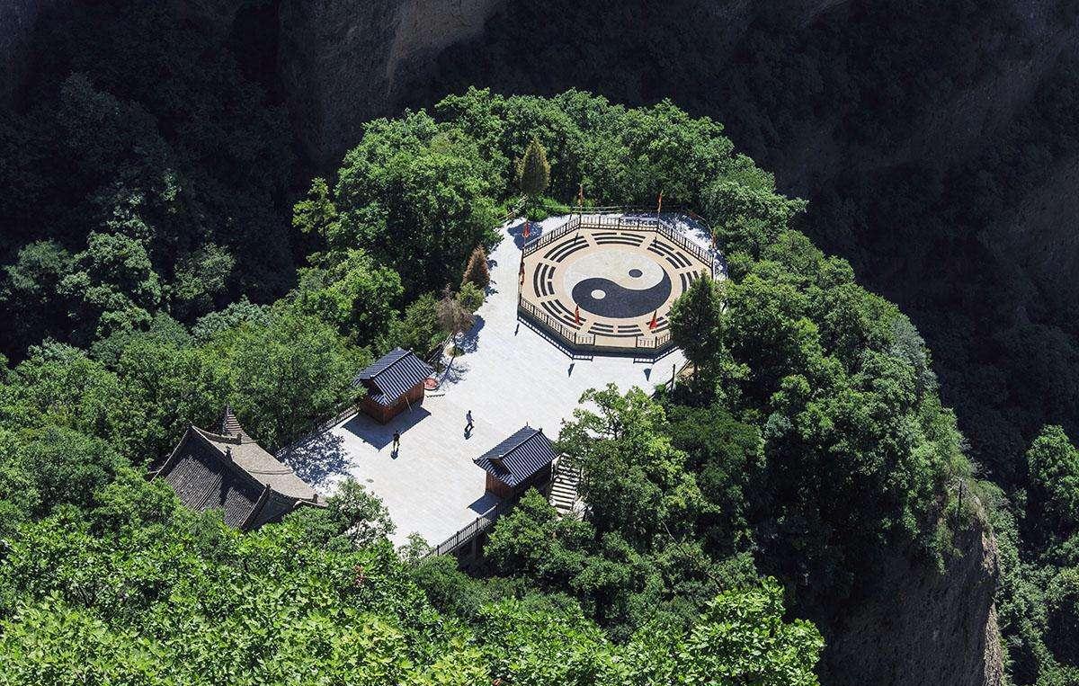 西崖140窟,泥塑,石胎泥塑,石雕造像7800余尊,最大的造像东崖大佛高15.