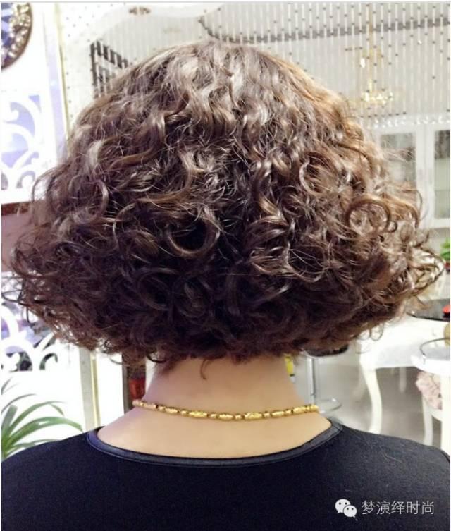 老年女士短发烫发发型设计 适合中老年的短烫... _香香美发手机版