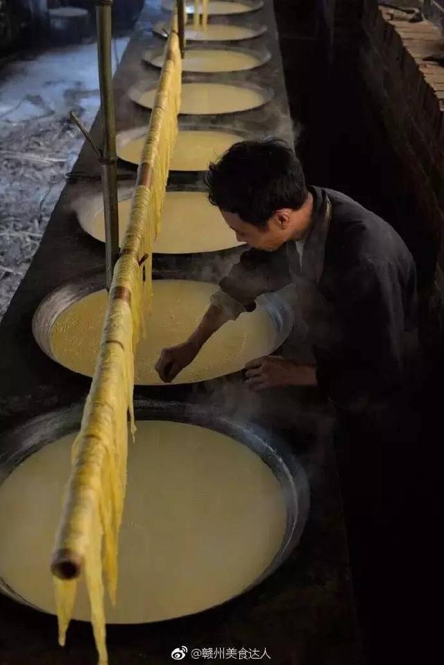 江西赣县阳埠乡的腐竹手工制作工艺 已有数百年的历史