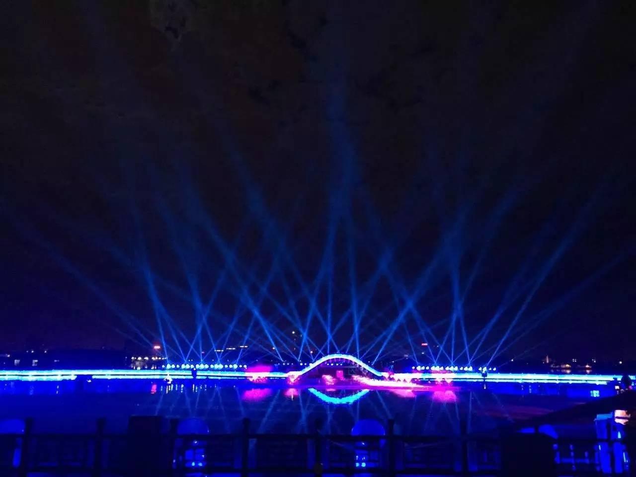 浩洋电子旗下自主研发特宝丽品牌600多台高质量专业舞台灯具精彩亮相