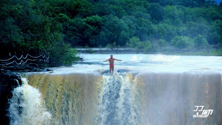 吊脚楼台瀑布流,镜泊湖开牡丹江