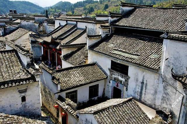 徽派建筑错落有致,砖,木,石雕点缀其间,是国内罕见的古民居建筑群,堪