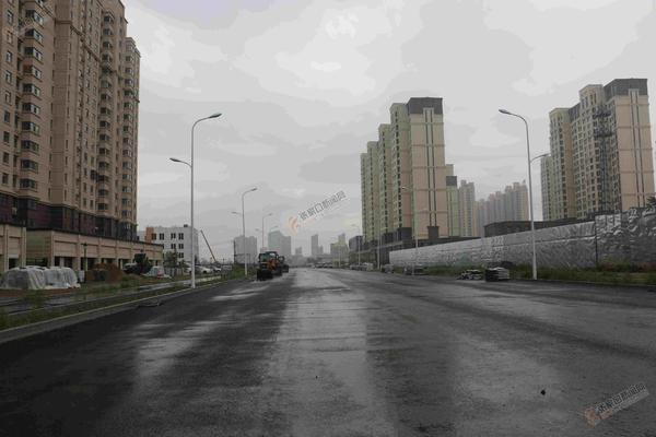 我市首条海绵城市示范道路———经开区长宁大街.