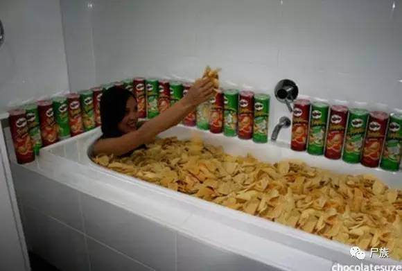 用喜欢吃的食物泡澡,最后我服