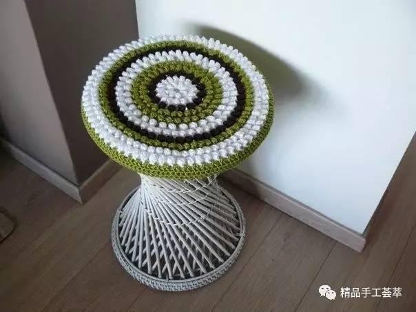 钩针编织的漂亮圆形凳子套花样图解