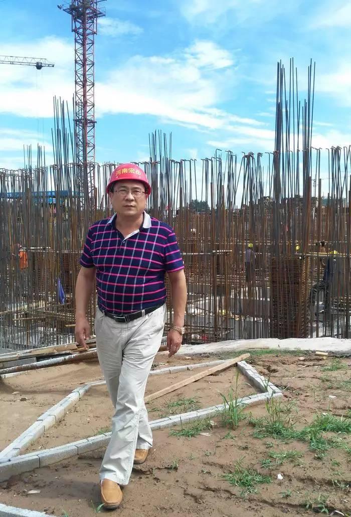 """""""好企业家""""秦松山致富不忘乡邻情捐资百万助力家乡建设"""