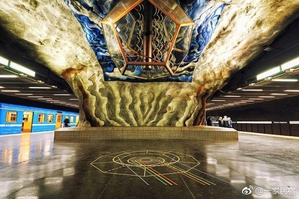 北京地铁vs外国地铁,看完后心痛的不想说话