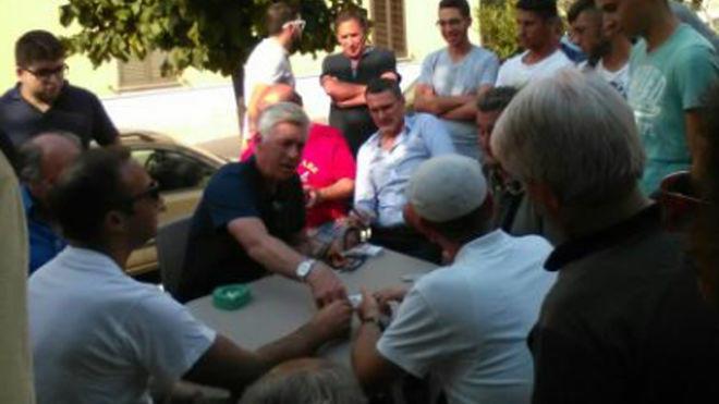 放飞自我,安切洛蒂假期回意大利老家打牌