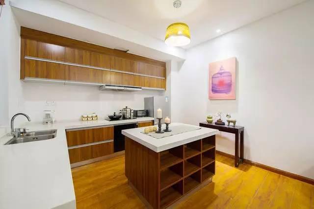 只有两间房,却自带spa泡池和深夜厨房,还有72种鲜掉眉毛的菌子……
