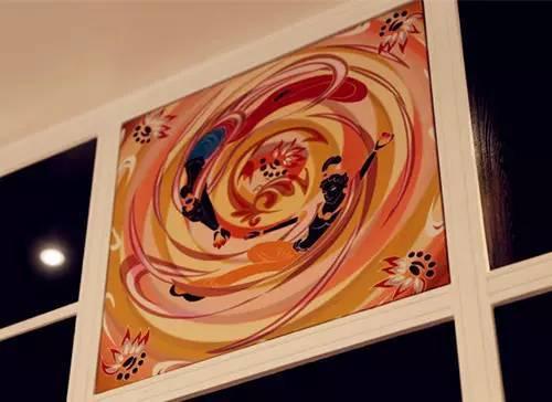 """以""""敦煌飞天""""为主题的丝巾《自由自在》,赠送给美国前总统奥巴马夫人图片"""
