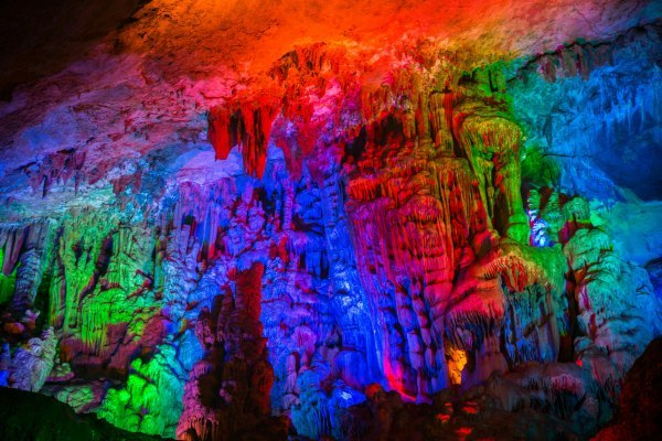 """86版《西游记》的取景地灵栖洞,被誉为 """"地下艺术宫殿"""""""