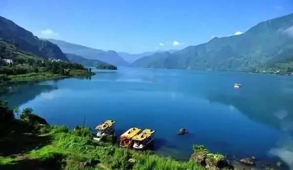 """四川低调湖泊秘境被""""曝光""""!媲美泸沽湖,当地人才知道!"""