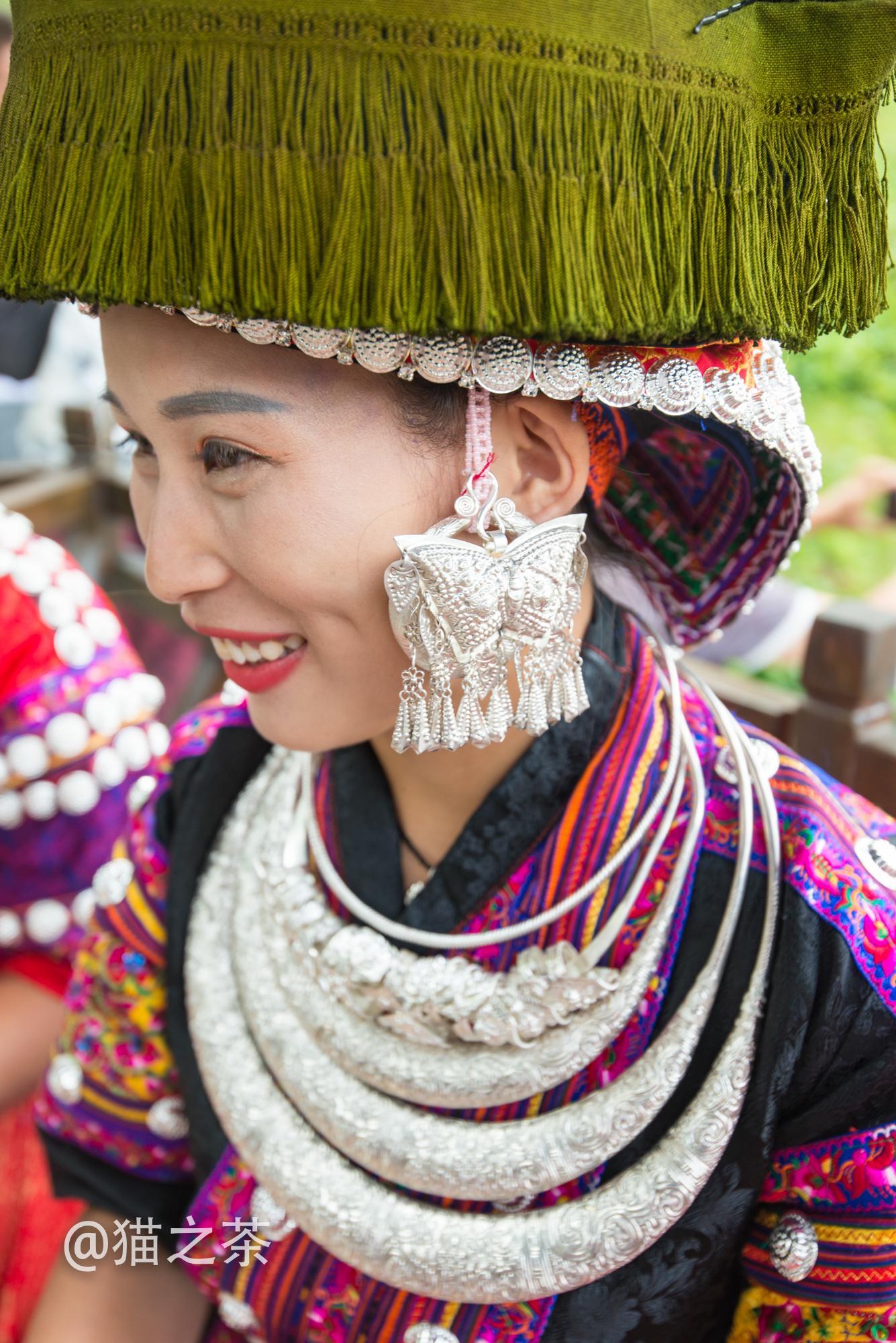 带绿帽子的苗族姑娘,竟然如此美丽!