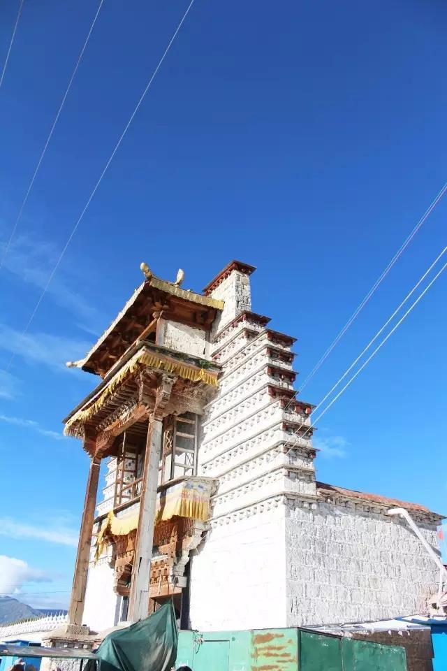 """这是西藏第一座寺庙, 以藏王""""一声惊讶""""命名"""