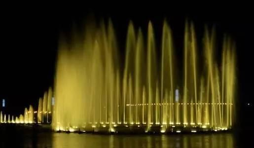 坐地铁看喷泉您准备好了嘛?