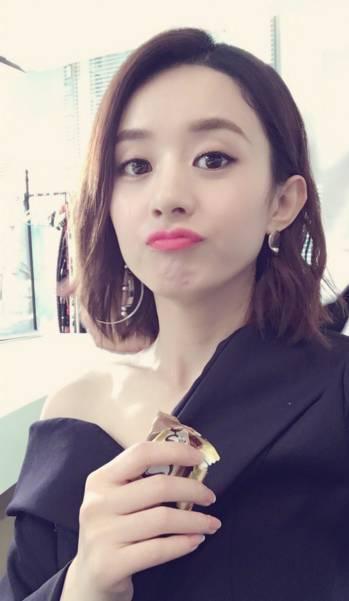 赵丽颖剪短发造型超惊艳,减龄显脸小美呆了!