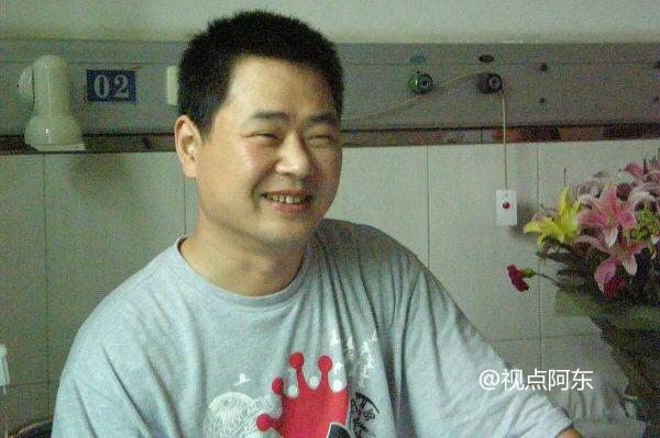 """志愿者大山因白血病去世众人伤离别 曾被誉为""""公益歌王"""" - 视点阿东 - 视点阿东"""