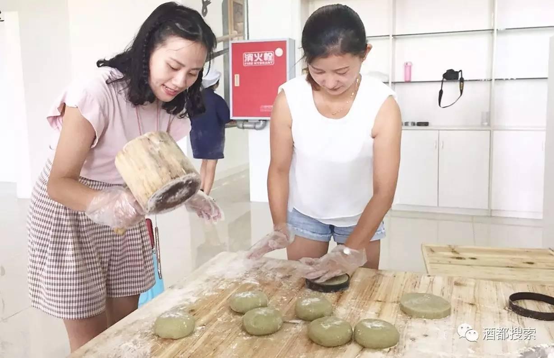 筠连这家月饼,传统手工制作,还是儿时的味道