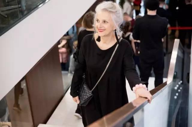 61岁也能美如少女!精致,才是女人最高级的性感!