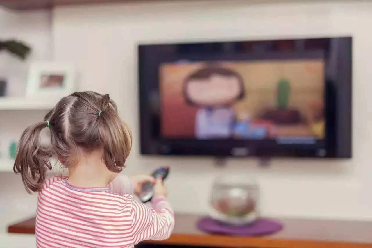 产妇能不能看电视_宝宝多大可以看电视?