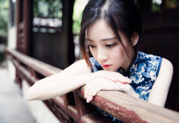 lol冯提莫晒旗袍写真美照,网友:古风美女