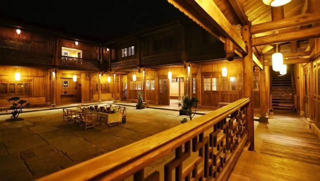 旅游 正文  龙舍的设计别有心意的保留了老物件的年代感,黄砖,赭木,白