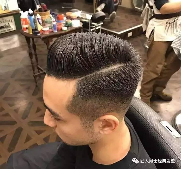男士发型两边剃短 精神帅气