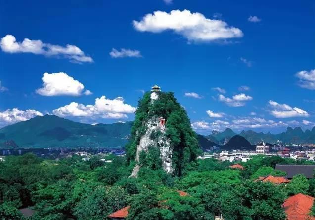 王城校区是广西师范大学的老校区,历史悠久,风景优美,坐落在桂林的市
