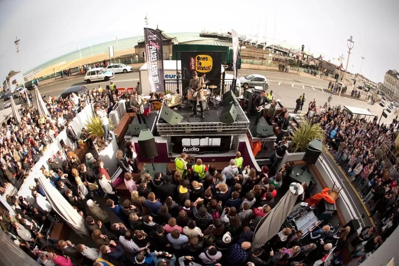 户外音乐节_户外大型音乐节持续火爆,可发生在城市场景里的小型音乐节是 ...