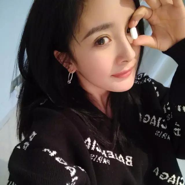 冯小刚晒与跑男团合影 Angelababy素颜太惊悚 151025