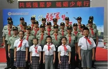 """为弘扬中国梦,强军梦,北京大学附属小学石景山学校召开了主题为""""共筑"""