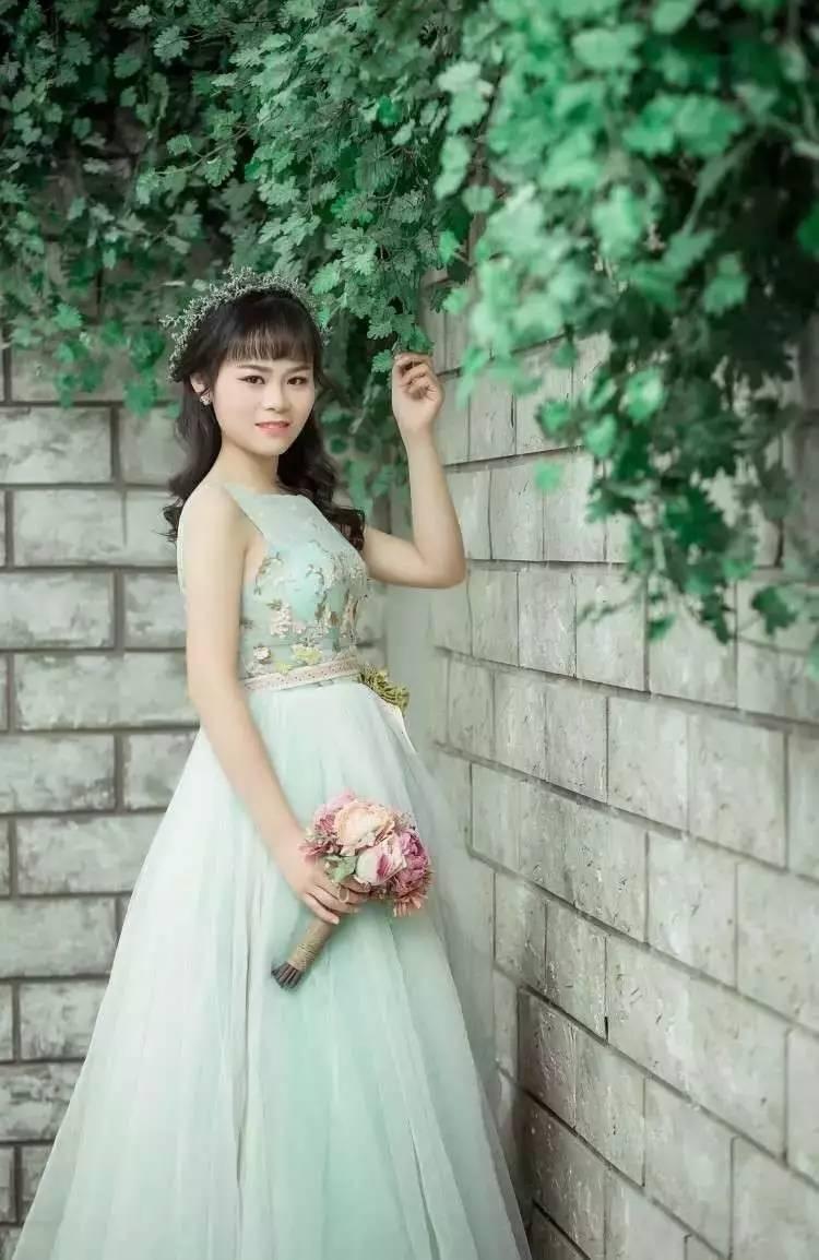 婚纱模特莎莎照片