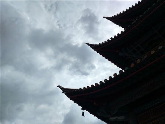 爬秀山逛文庙尝豆沫糖 逛吃逛吃玩转通海古城