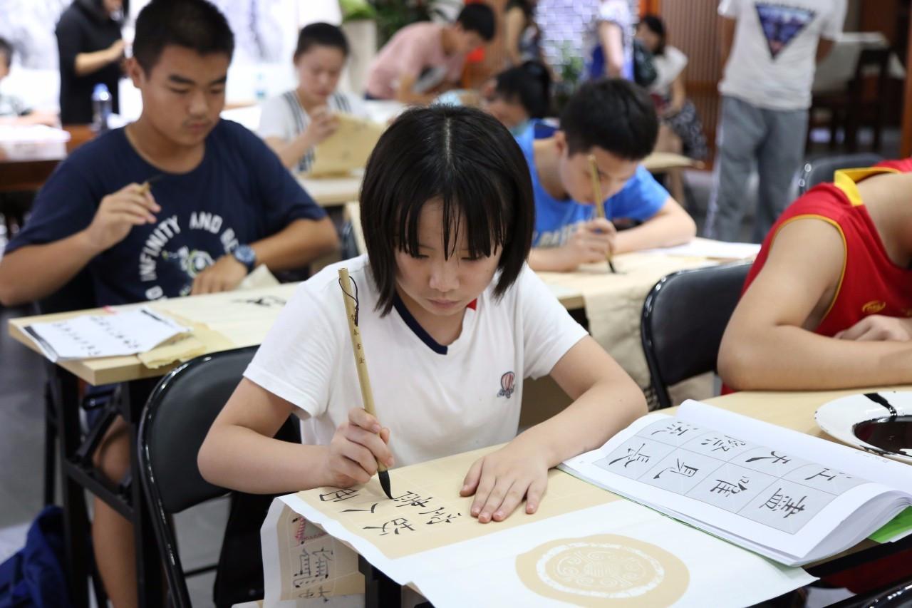 张联展画院开幕于2017年8月30日在宜春宜阳作品隆重成林!版画的技法图片
