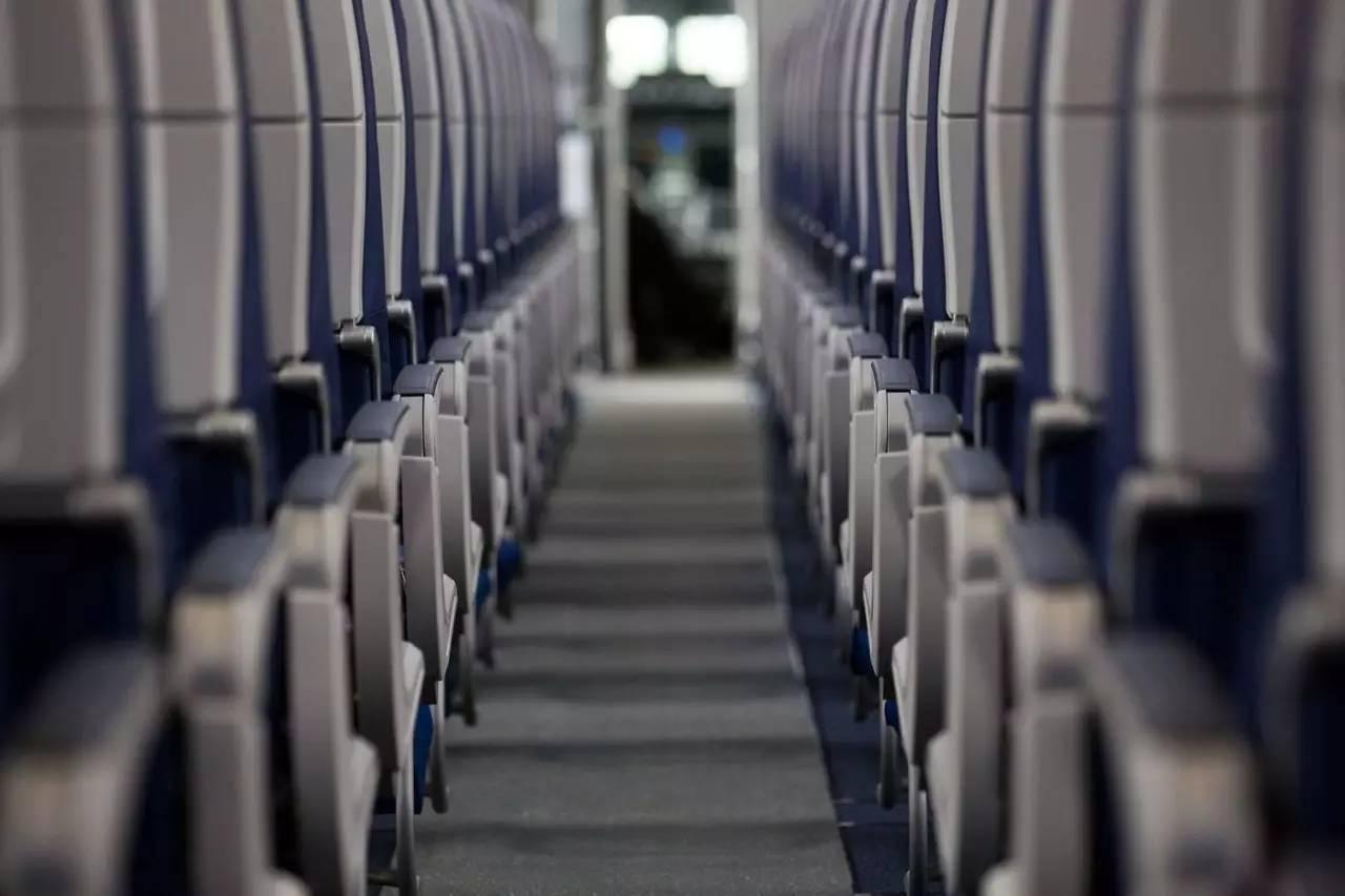 付费精选飞机座位越来越挤,如何阻止航空公司的这种势头?
