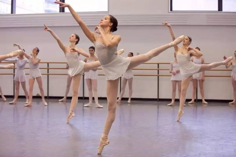弄芭蕾舞蹈视频大全_芭蕾舞基本功动作图片大全_芭蕾舞基本功动作图片汇总
