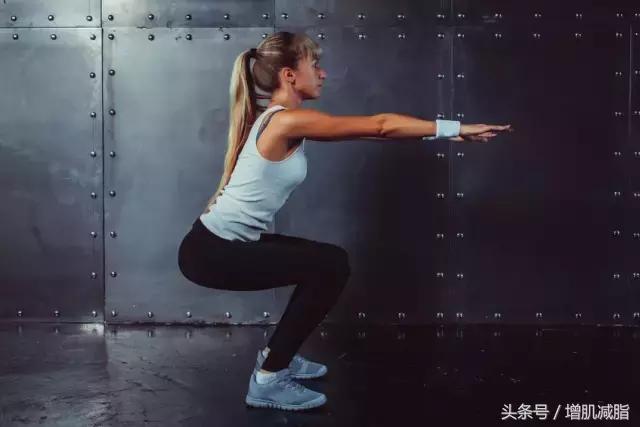 健身为什么深蹲?促进肌肉和力量增长,燃烧更多脂肪!