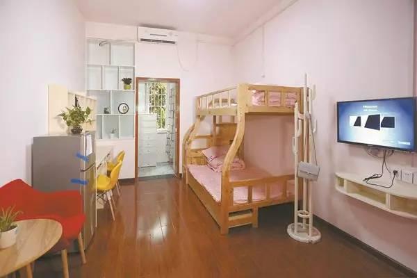翠微居南楼二人间宿舍为清新田园风设计风格,装饰色调分为浅粉色和草图片