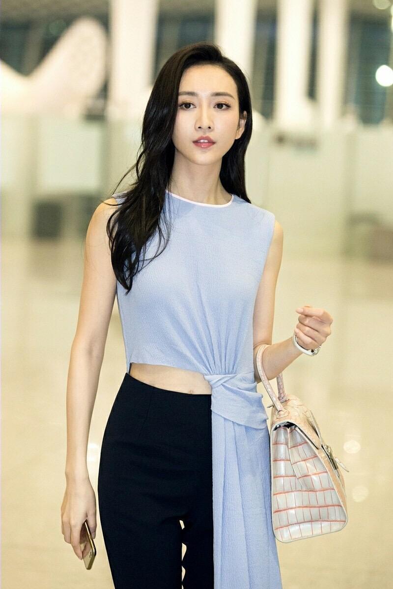 34岁的王鸥素颜在展身材 不愧是模特出身