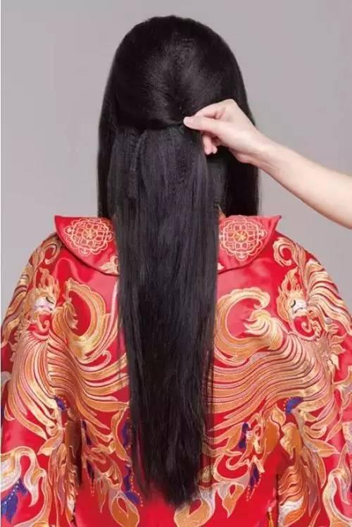发型教程   典雅气质中式新娘发型 你值得不一样图片