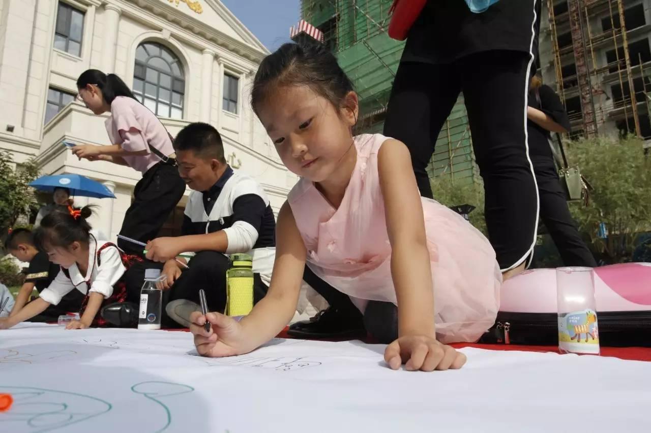 主要是对自闭症儿童优秀画作以及一对一帮扶优秀画作进行评比,将优胜